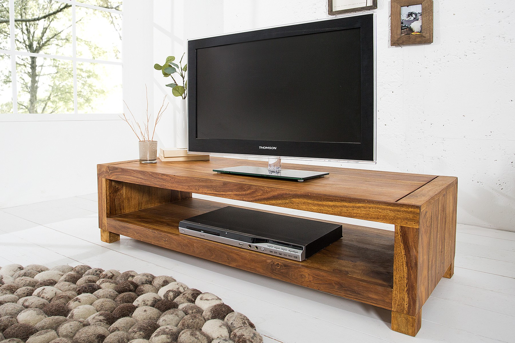 zařízení bytu - stolek pod tv