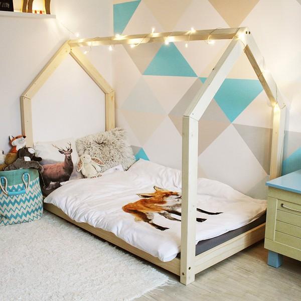 Dětská postel z borovicového