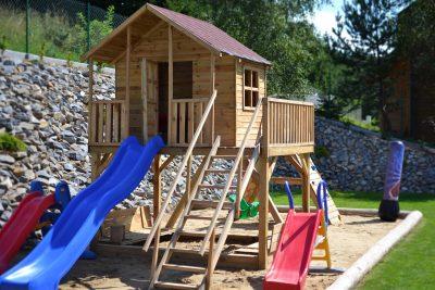 Zahradní domečky pro děti ze dřeva nemusíte stavět, kupte už hotový!