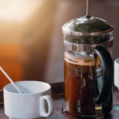 French press, to je domácí příprava kvalitní kávy s výraznou vůní
